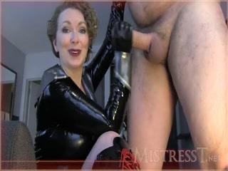 Смотреть порно видео госпожи с молодым рабом и его госпожой-блондин