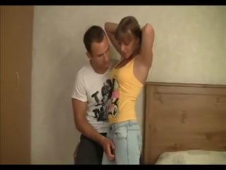 Русский парень трахнул молодую девушку в пизду и рот  для дрочки!