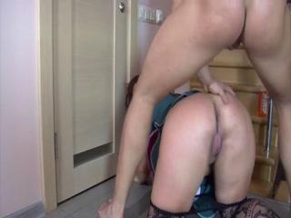 Русское порно видео с молодой девушкой и парнем дома у него во дворе - смотреть